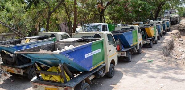 कचरा संकलन करणार्या ठेकेदारावर गुन्हा दाखल करा