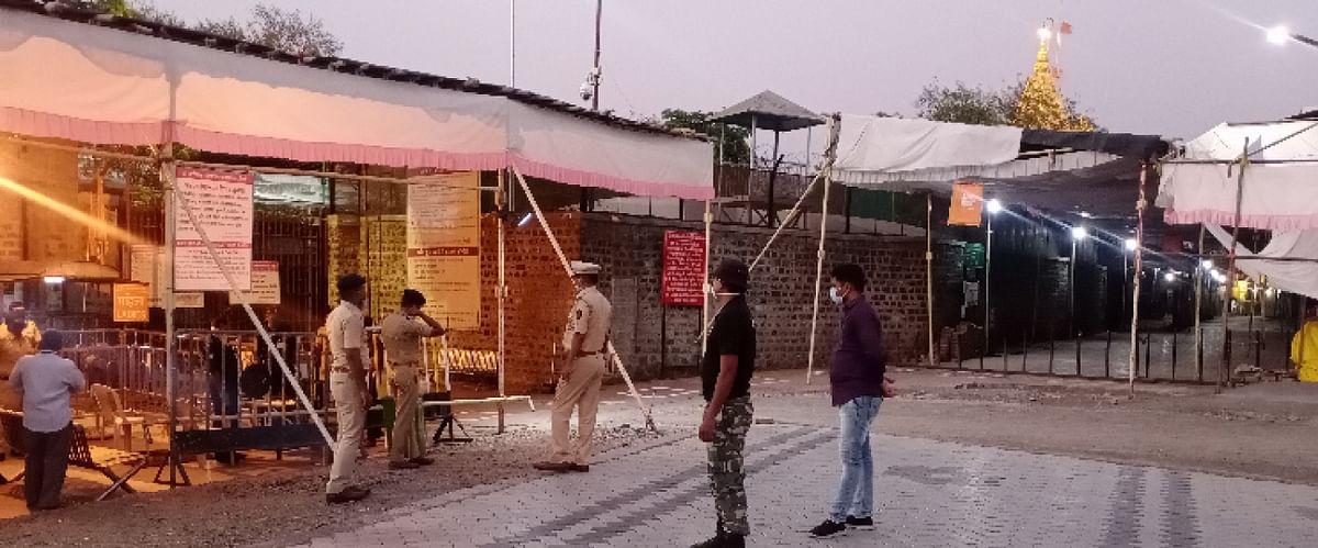 पोलीस अधीक्षक अखिलेश कुमार यांची साई मंदिराला भेट