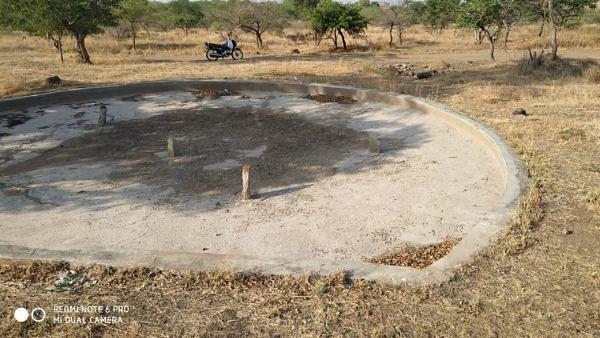 सुपा : वनविभागाचे पाणवठे कोरडे वन्यप्राण्यांची पाण्यासाठी भटकंती
