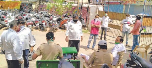 जप्त केलेली वाहने ताब्यात घेण्यासाठी तोबा गर्दी
