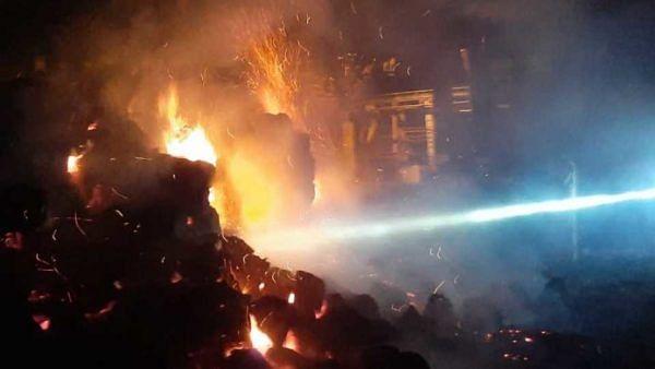 डॉ. तनपुरे कारखान्याच्या बगॅसला आग; 18 लाखांचे नुकसान