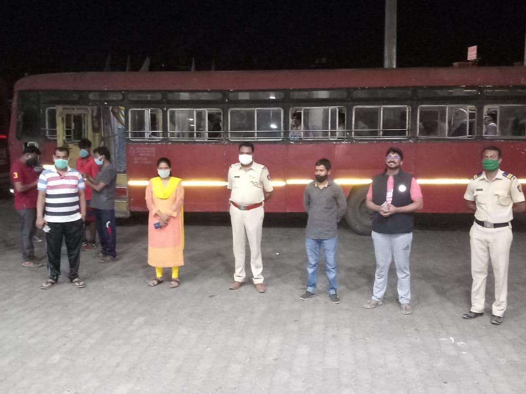 इगतपुरीहुन मजुरांसाठी विशेष बसची व्यवस्था; जिल्हयातुन पहिली बस मध्यप्रदेशकडे रवाना