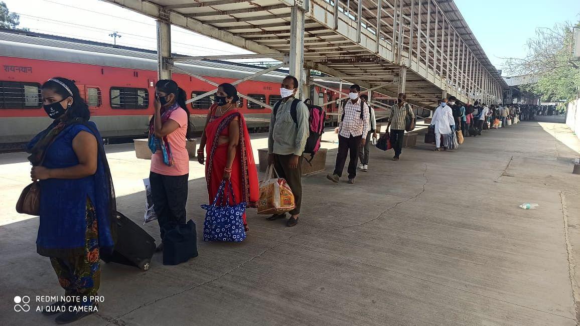 नाशिकरोड : १०३८ प्रवाशांना घेऊन गोरखपुर देवराई करिता श्रमिक ट्रेन रवाना