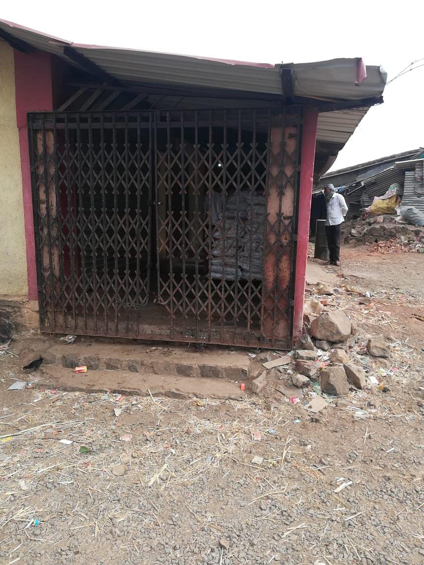 त्र्यंबकेश्वर : वेळुंजे येथे चोरट्यांनी दुकान फोडले; ६५ हजाराचा ऐवज लांबवले