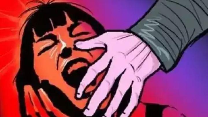 अल्पवयीन मुलीचे हातपाय बांधून बलात्कार