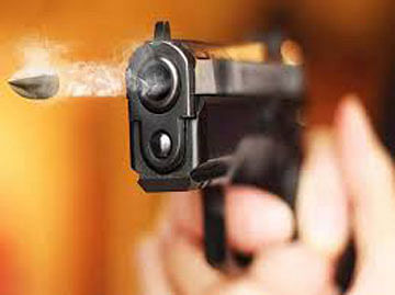 पीएसआय पतीने पत्नीवर झाडली गोळी