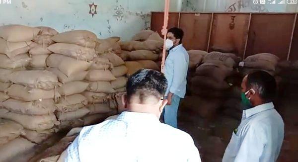 जामखेड : राजुरच्या रेशन दुकानाचे कुलूप तोडून पंचनामा