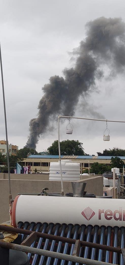 सातपूर औद्योगिक वसाहतीतील ग्रॅफाइट कारखान्यात आग