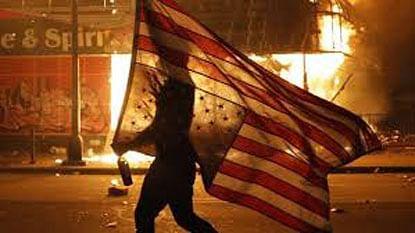 अमेरिका कोलमडतेय…!
