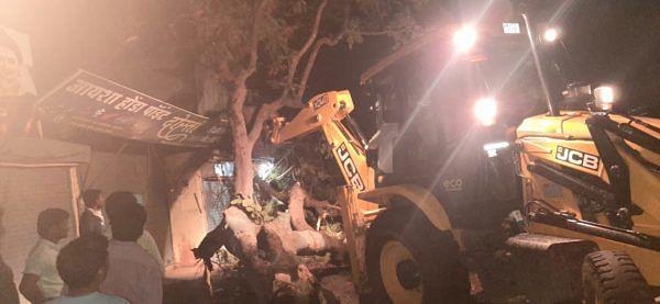 'निसर्ग'चा नेवाशाच्या काही भागाला फटका; झोपडीसह 10 घरे व 25 एकर केळी पिकाचे नुकसान