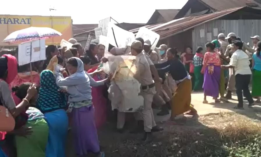 Manipur: Mob attacks cops, demands release of 6 lynching accused