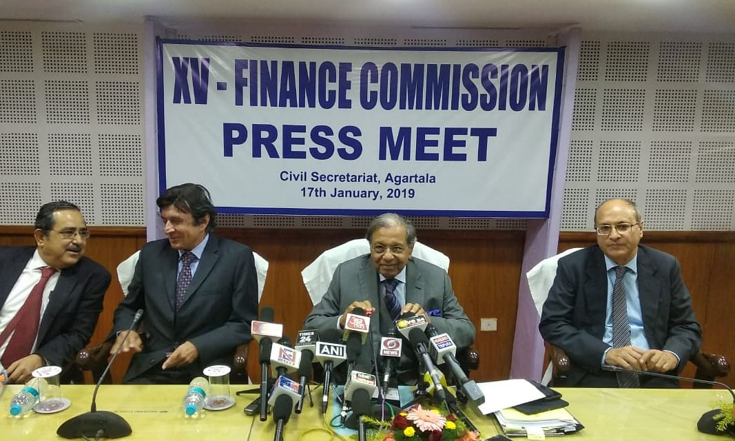 Tripura: CM submits memo to 15th Finance Commission members