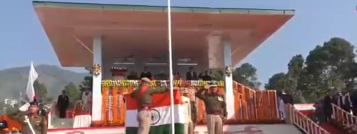 National flag snapped off the post while governor BD Mishra tried hoist the tri-colour in Arunachal Pradesh