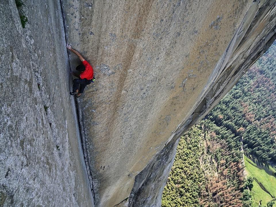 This man climbed 3,000-ft cliff ropeless; film on him wins Oscar