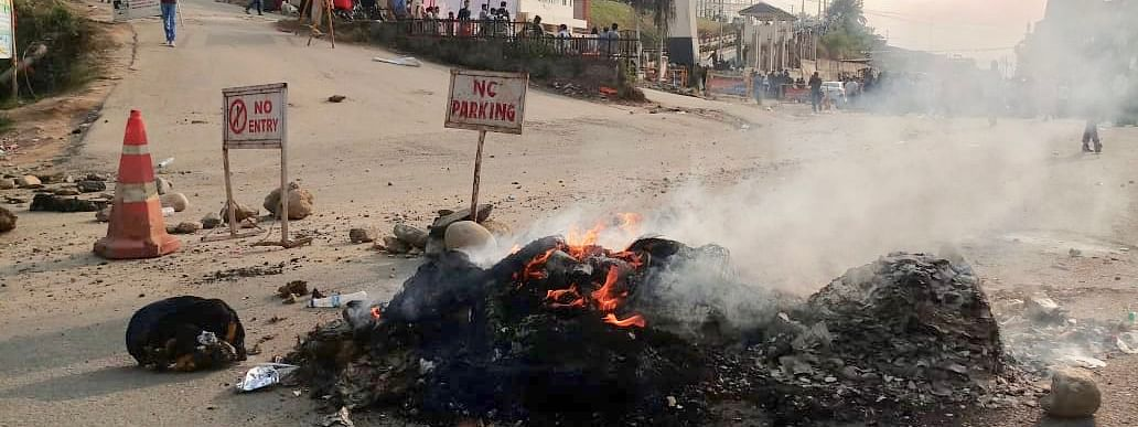 The bandh, which was more or less peaceful during the morning hours, got intense by the afternoon.