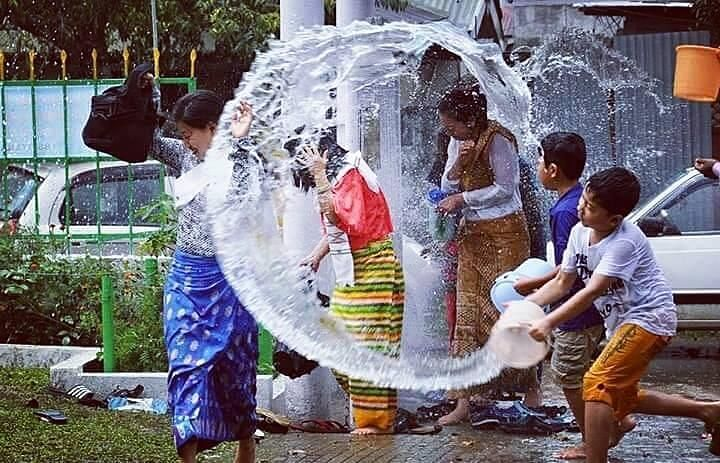 The main attraction of the festival is splashing of clean water, which is the symbol of peace and purity in Buddhism