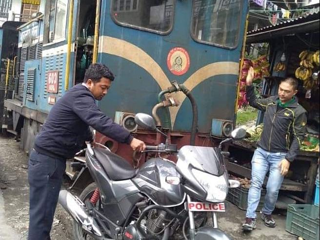 Darjeeling: Train stops, driver removes bike from tracks, moves on