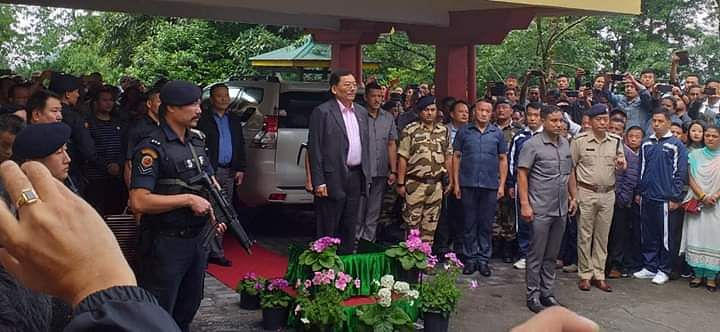 Incumbent Sikkim CM Pawan Kumar Chamling receiving the guard of honour before proceeding towards his native place at Namchi from Mintokgang on Sunday