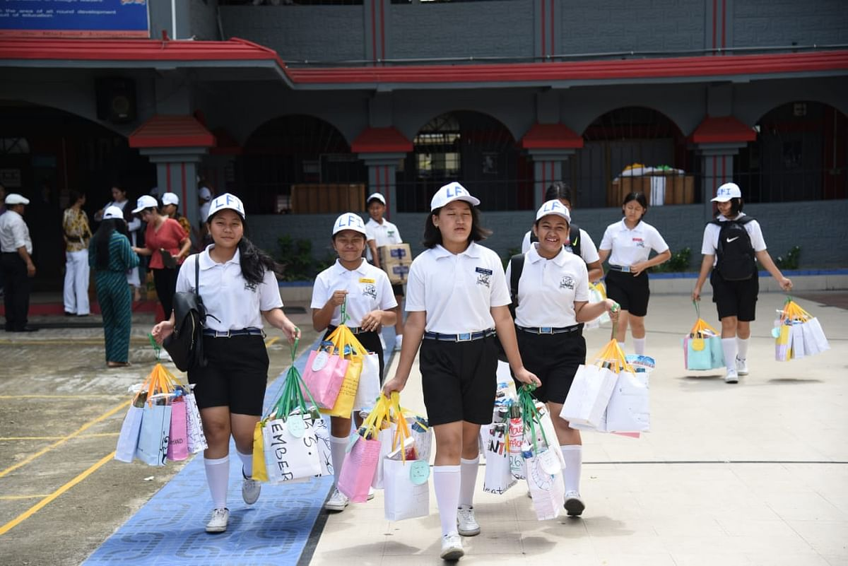 Students of Livingstone Foundation International with hampers and snacks ready to hand them over to traffic personnel in Dimapur, Nagaland