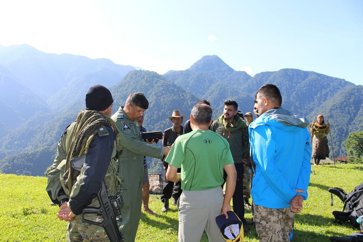 The 15 mountaineers were inducted by Mi-17 helicopters and ALH with all equipment near the crash site