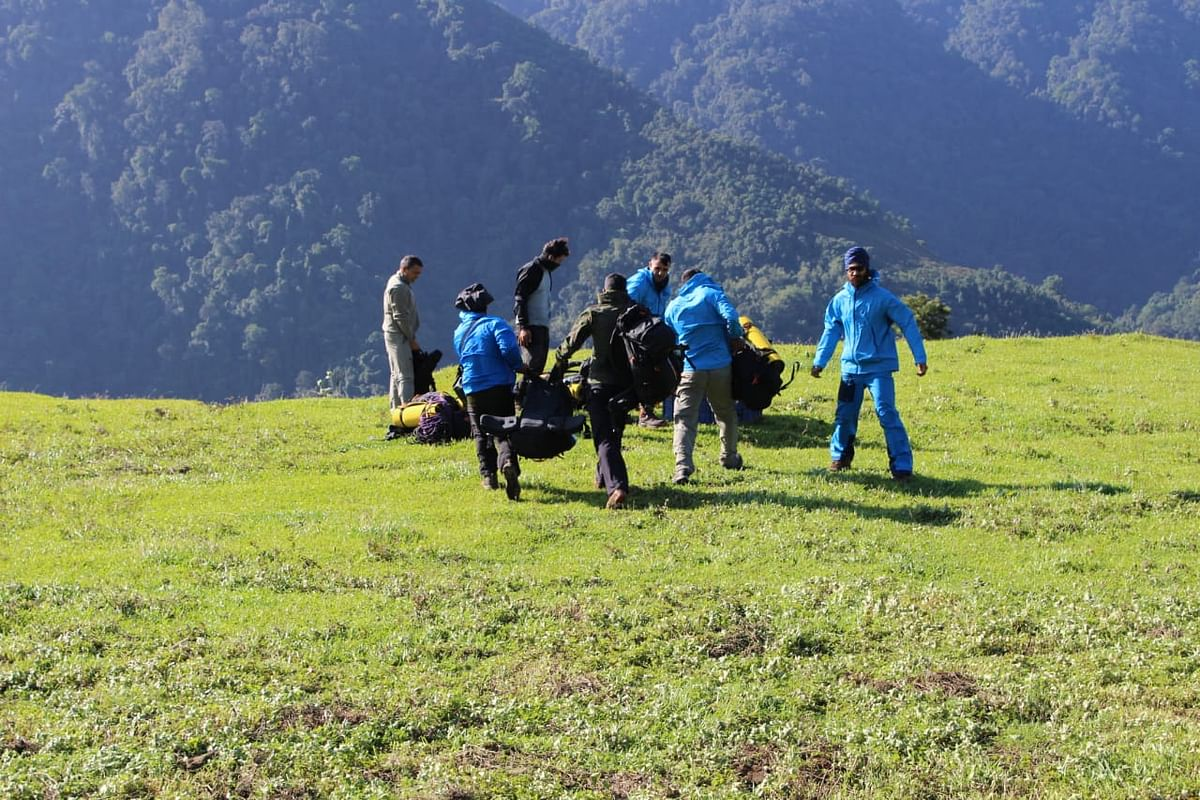 The rescue team includes nine from IAF mountaineering team, four from the Army and two civilians