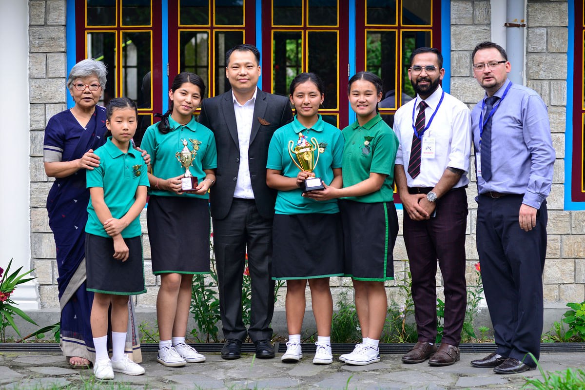 Champions Rayong House with the chief guest, school principal and project In-charge