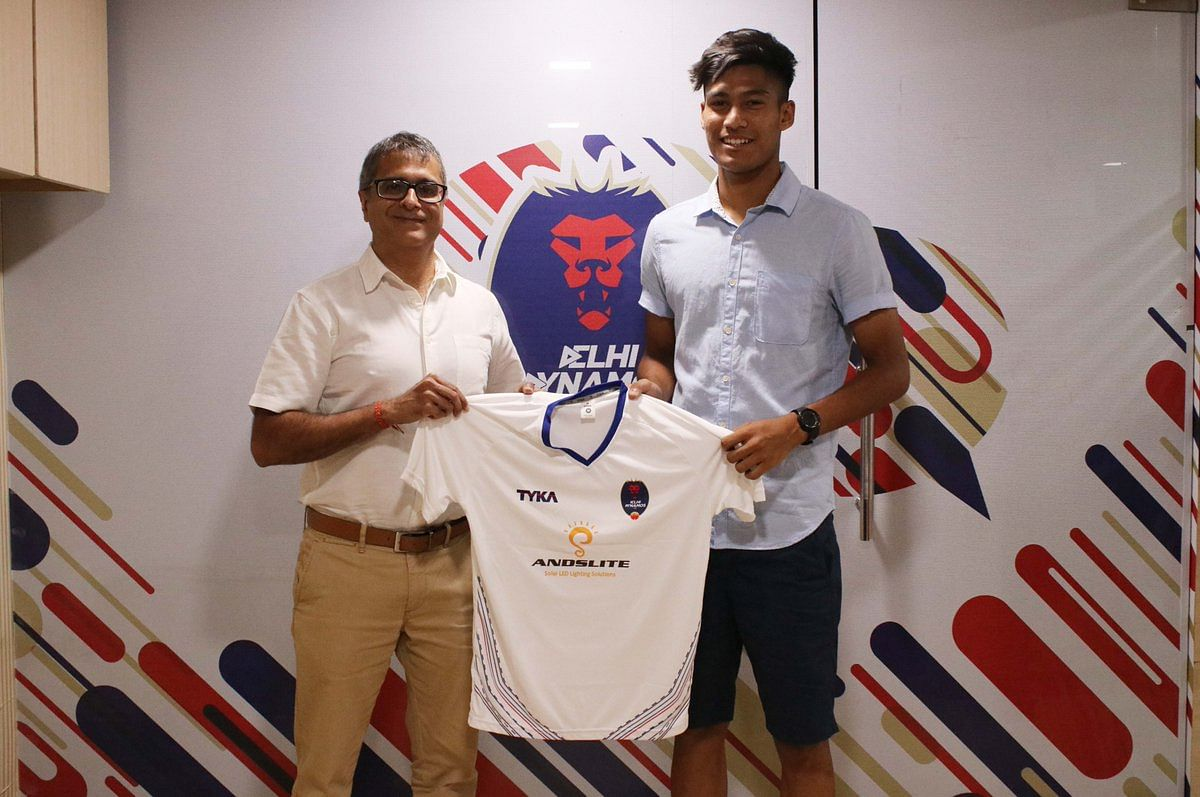 Delhi Dynamos bolstered its defensive services by signing defender Gaurav Bora from FC Pune City on Thursday