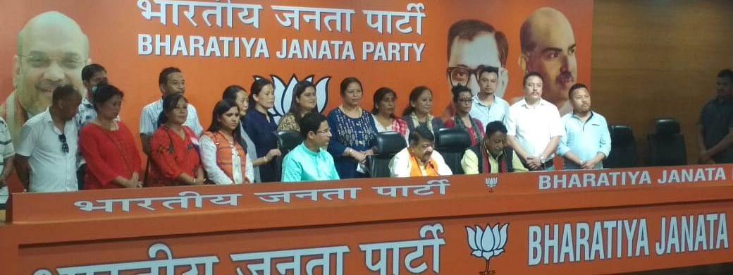 The 16 ward councillors joined BJP in the presence of BJP Bengal In-charge Kailash Vijayvarghiv and Darjeeling MP Raju Bista in New Delhi on Saturday