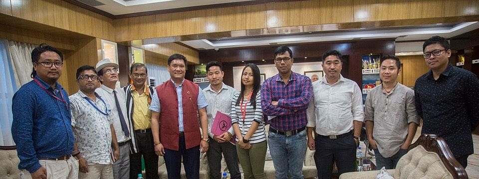 Arunachal Pradesh CM Pema Khandu with members of journalists' unions