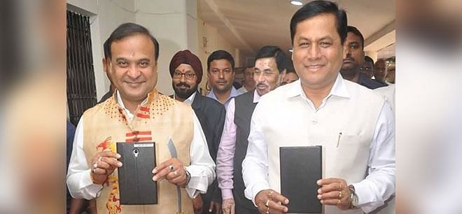 Assam finance minister Himanta Biswa Sarma with chief minister Sarbananda Sonowal. Sarma presented Assam's first e-budget last year