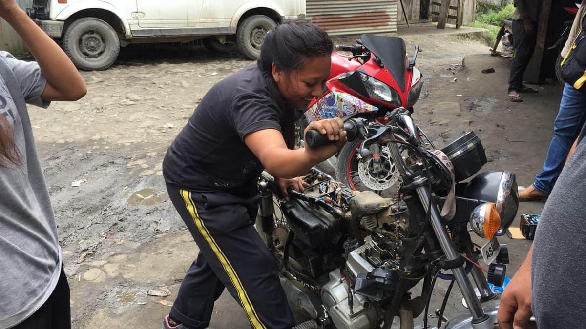 It was not easy for Pongam N Konyak (18) and W Nginlei Konyak (17) to learn the intricacies of auto repairing, more so as women in a traditionally male bastion