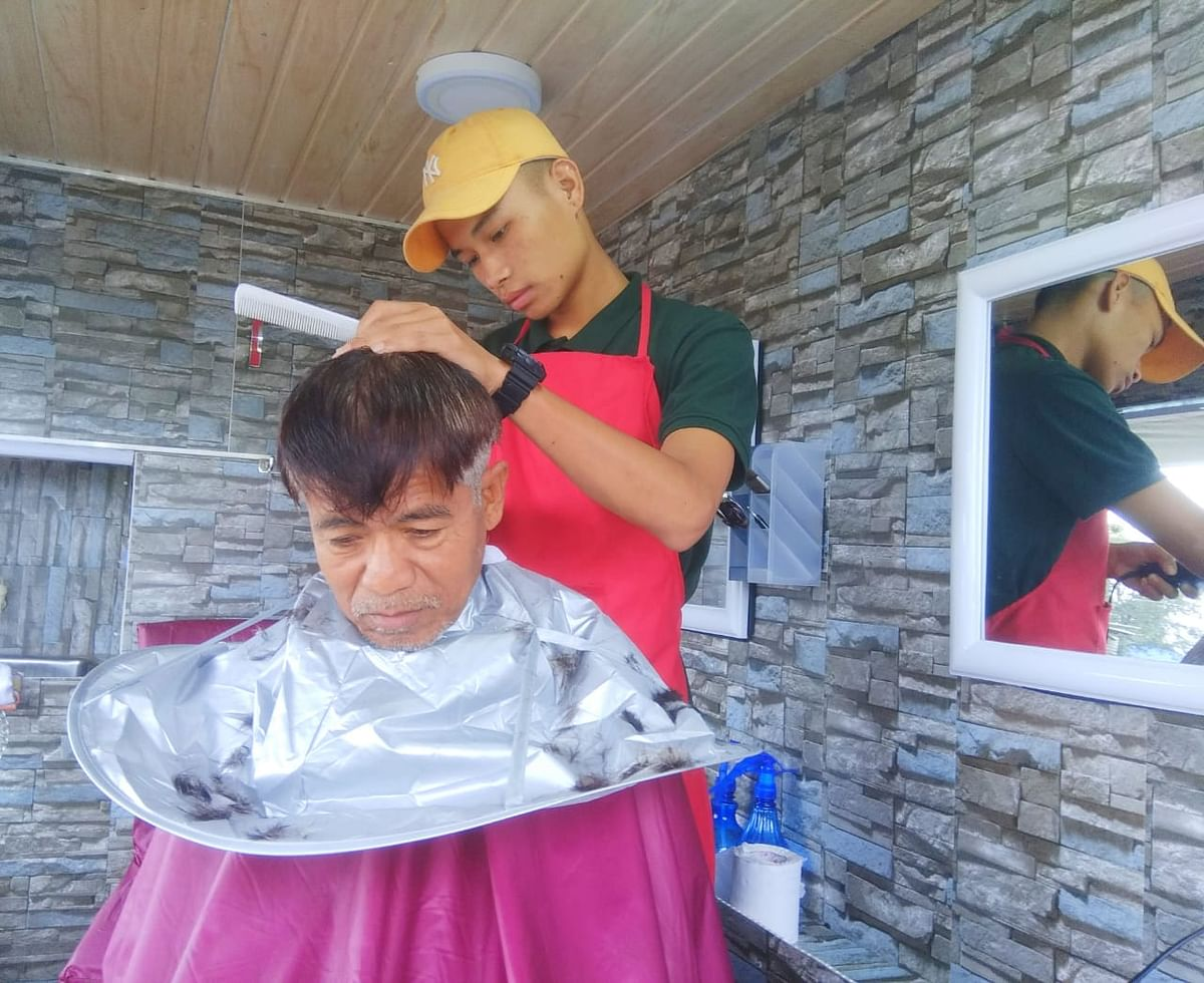 Apart from affordable rates ranging from Rs 30 to Rs 40, customers also get sterilised scissors, combs and clean aprons and towels at Barber on Wheel