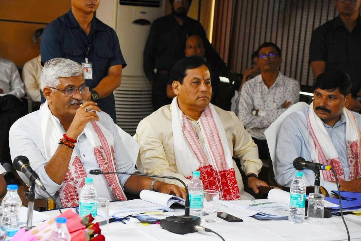 Union minister Gajendra Singh Shekhawat (left) along with Assam chief minister Sarbananda Sonowal addressing media persons in Guwahati on Tuesday