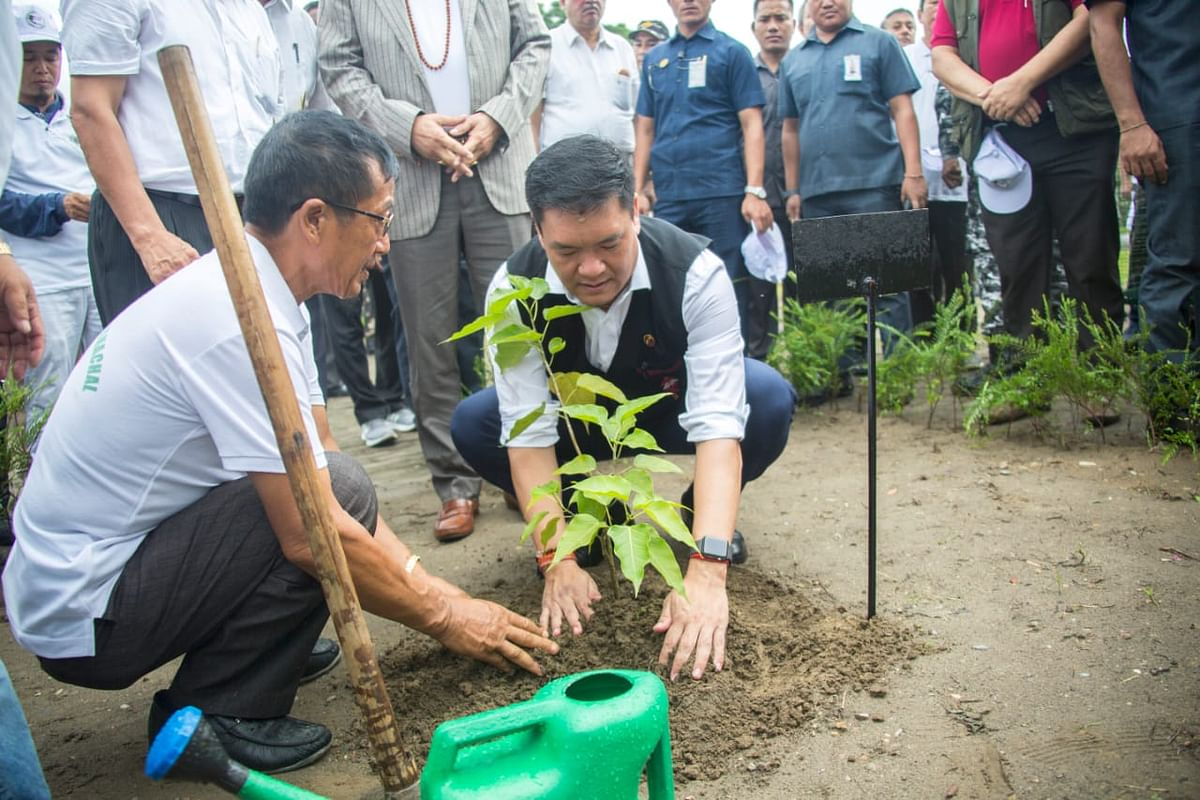 All dignitaries and school children present later carried out a ceremonial plantation drive on the occasion