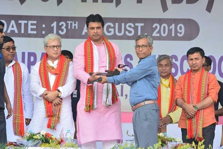 Surrendered members of  TUIPC have warned the Tripura state government that they will block all connecting roads of the state, if their demands are not fulfilled soon