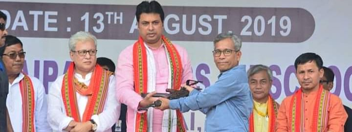NLFT leader Sabir Debbarma (in blue shirt) surrendering in the presence of Tripura chief minister Biplab Kumar Deb in Agartala on Tuesday