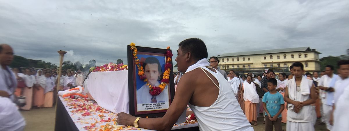 Babysana's father performing her last rites in Imphal on Wednesday evening