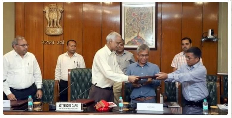 The memo of settlement was signed by joint secretary NE of MHA, Satyendra Garg, (left) and NLFT leaders Sabir Kumar Debbarma (in blue shirt) and Kajal Debbarma (right)