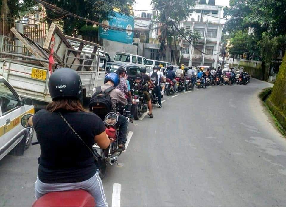 The viral photo of self-imposed traffic discipline on the roads of Aizawl in Mizoram