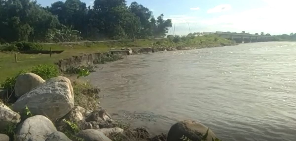 Massive erosion has been occurring at the embankments of Puthmari river in past few days
