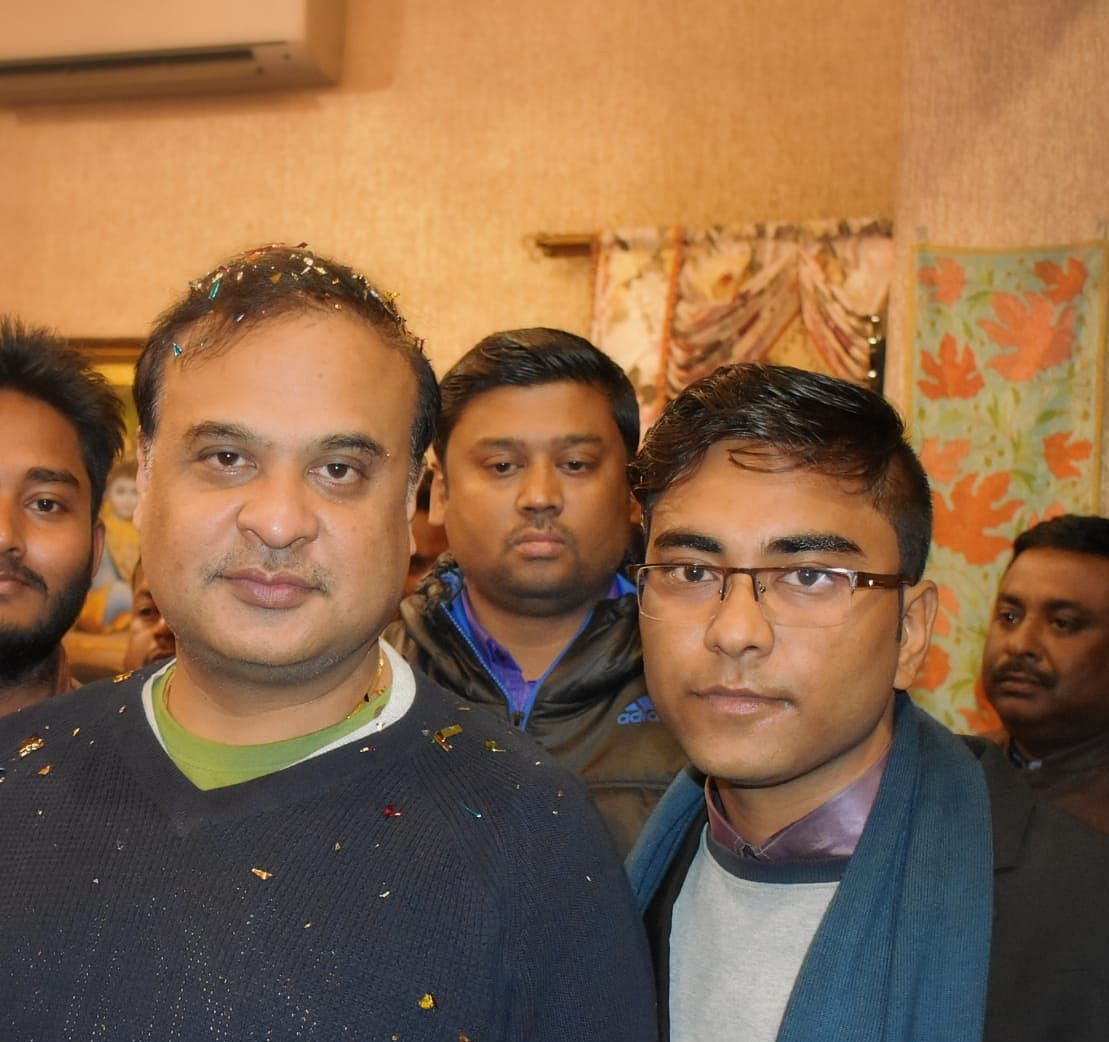 Karna Kundal Bharali (right) with minister Assam minister Himanta Biswa Sarma