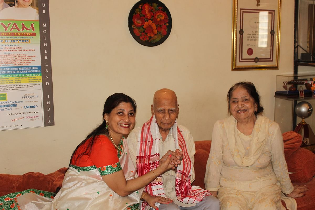 Anee Hazarika (left) offering an Assamese <i>gamusa </i>to Khayyam (middle) and his wife Jagjit Kaur in happier times