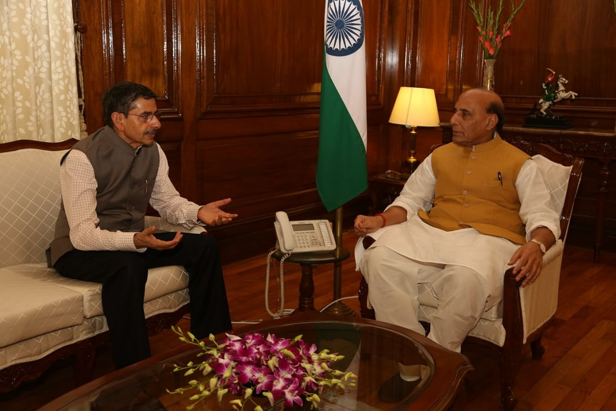 Nagaland governor RN Ravi with Union defence minister Rajnath Singh
