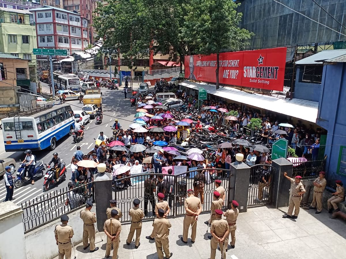 Students protest at AIjal Club