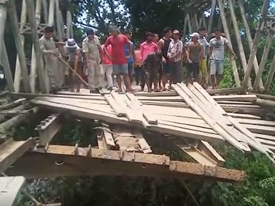 Wooden bridge connecting Assam, Nagaland collapses in Sonari