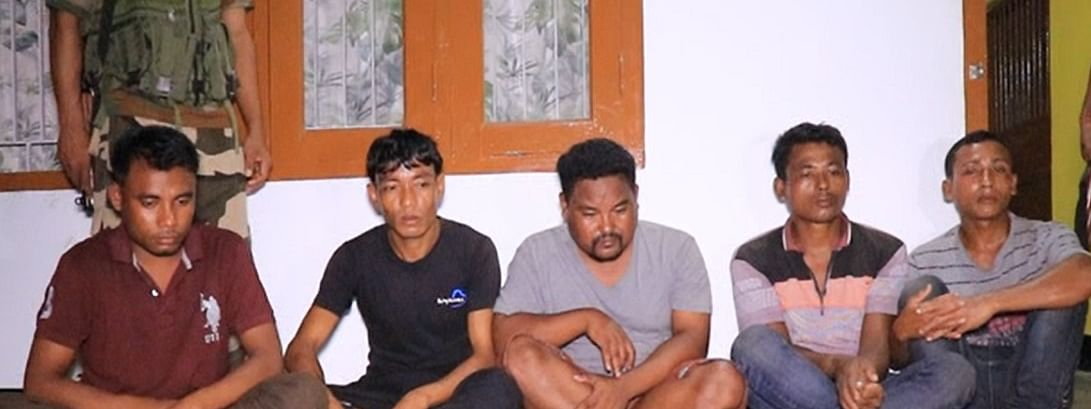 The arrested five members of the rhino poachers' gang