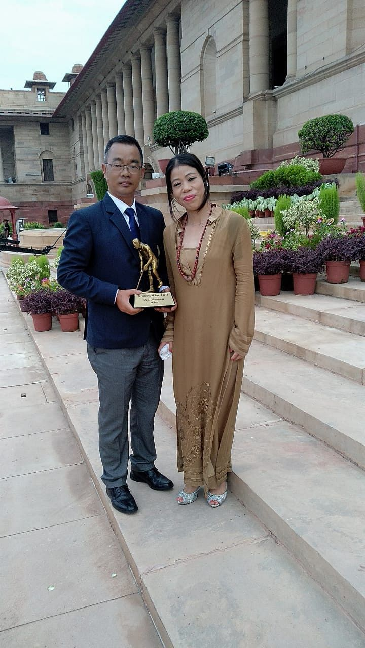 Lalremsanga with ace Indian boxer Mary Kom after receiving the Dhyan Chand Award at Rashtrapati Bhavan in New Delhi