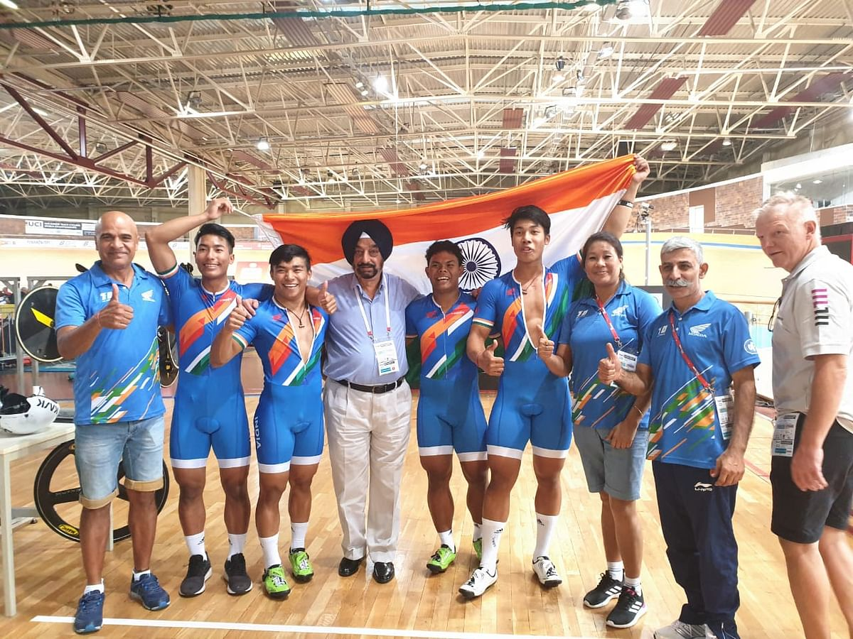 Laitonjam Ronaldo Singh along with other members of the Indian contingent at Track Asia Cup in New Delhi
