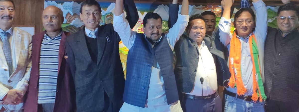 Leaders of ruling SKM and  BJP during the announcement of the alliance for the forthcoming by-elections in Sikkim on October 21
