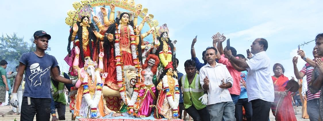 Only vehicles carrying idols and 30 club members, who will take part in immersion, shall enter Dashami Ghat